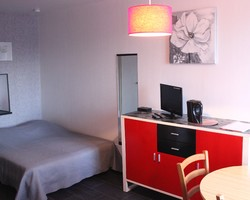 N°84 Studio - Tarif cure charges comprises : Prix BS : 450€ / MS : 520€ / HS : 600€